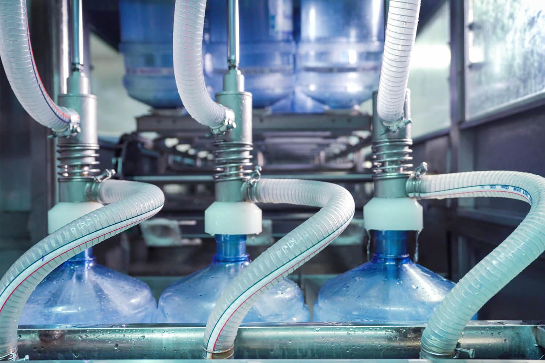 Наполнение бутылей артезианской подготовленной водой